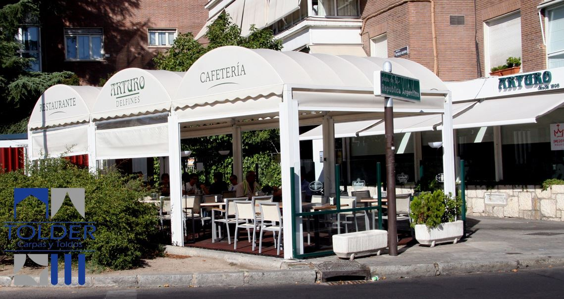 Restaurante Bar Arturo Delfines, plaza Republica Argentina