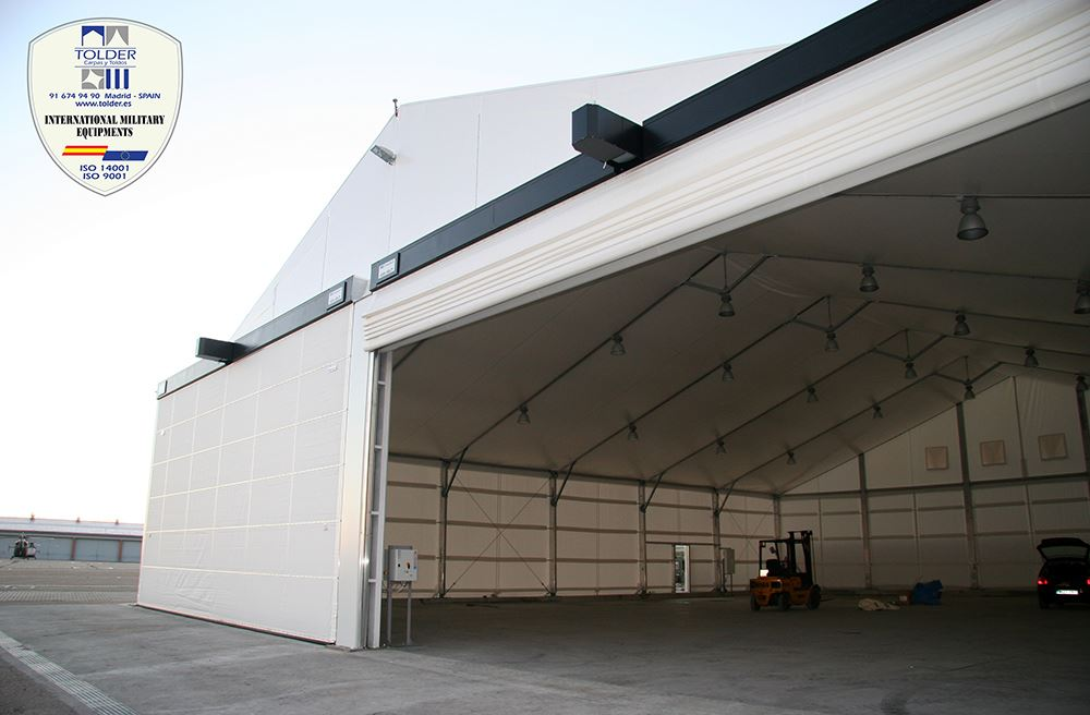 Hangar militar 2